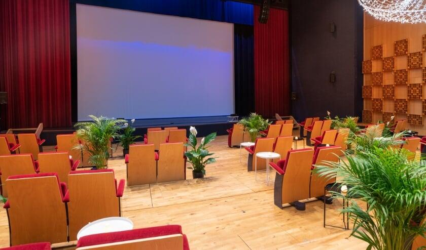 <p>Theaterzaal van De Hofnar ingedeeld als &quot;Caf&eacute; Chantant&quot;.&nbsp;</p>