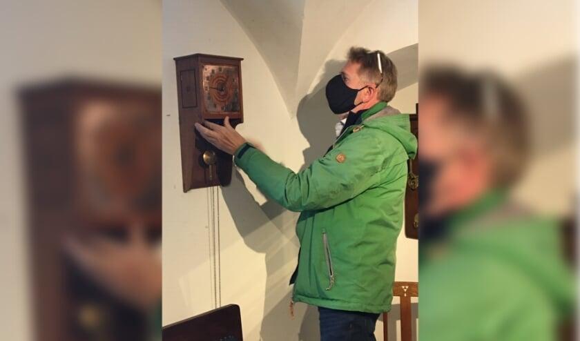 <p>Het museum heeft een bijzondere klok geschonken gekregen. Het gaat om een door Tom Landr&eacute; gemaakte klok, uit Zaltbommel.</p>
