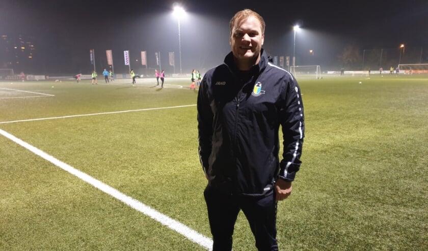 <p>Voor Ton Gershars, trainer van vv Veenendaal mag het seizoen weer snel van start gaan. (Foto: Henk Jansen)</p>