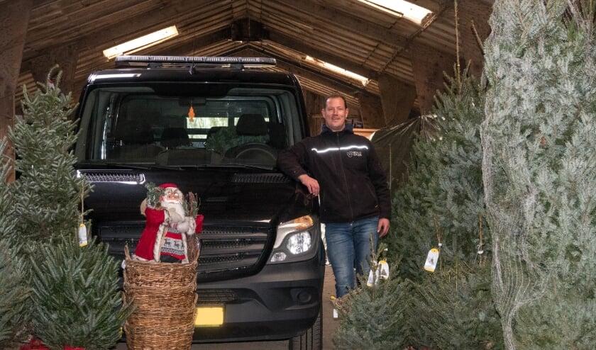 <p>Op afstand een kerstboom kopen was niet mogelijk in het centrum van Brakel, daarom bedacht Rinco van Dalen de kerstbomen-drive-thru.</p>