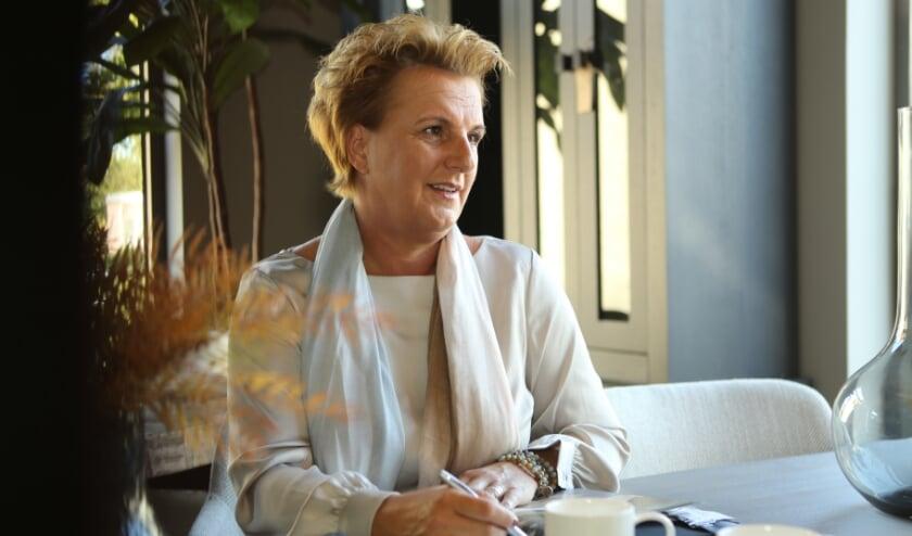 <p>Uitvaartverzorgster Nancy van Buuren: &quot;Ook voor een naaste met dementie is het belangrijk afscheid te kunnen nemen.&quot;&nbsp;</p>