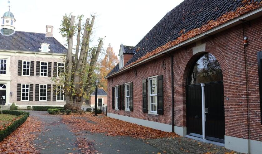 <p>Het eerste bouwhuis op het kasteelterrein heet nu Het Koetshuis. (Foto: Jan Joost)</p>