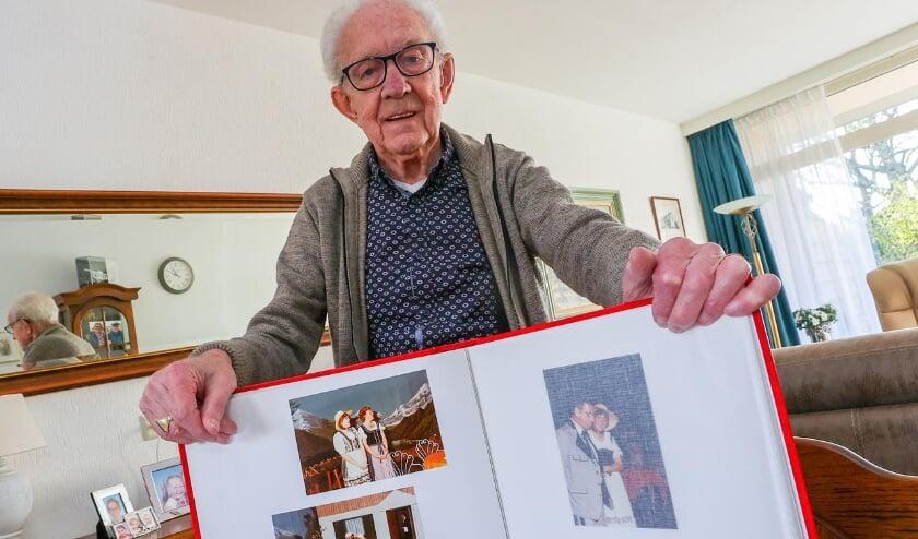 <p>Tonnie van Rooij is maar liefst al 70 jaar lid van Marvilde Toneel. De juiste man op de juiste plaats dus! FOTO: Bert Jansen.</p>