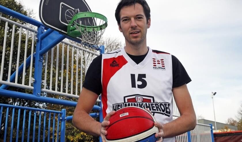 <p>Robert Kooiman kan niet wachten tot het basketbalseizoen wordt hervat. (Foto: John de Pater)</p>