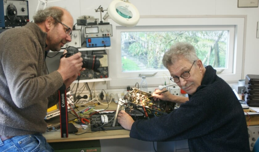 <p>Fons Vendrik wordt gefotografeerd door Otto Kalkhoven bij het uitoefenen van zijn passie. Foto: Writing4U.nl</p>