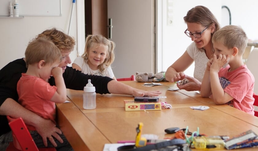<p>Home-Start ouders krijgen ondersteuning bij de opvoeding door een ervaren getrainde ouder.</p>