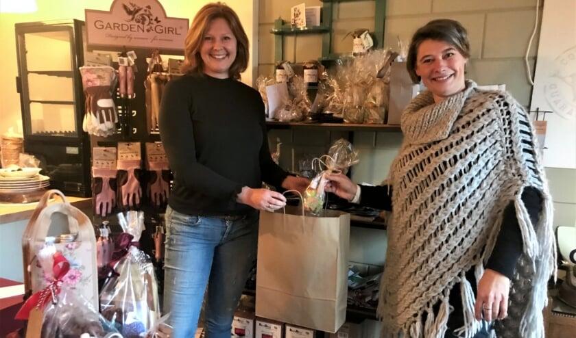 <p>Marjolein Roest en Jeanine Couwenberg vertellen enthousiast over de producten en diensten van Telgter ondernemers.</p>