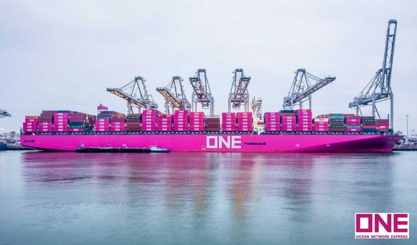 Rotterdam onderhoudt met 900 havens lijndiensten