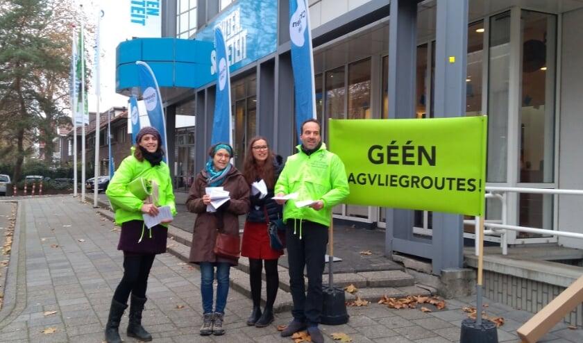 Bewoners van de Veluwe zijn actief om politici en burgers goed te informeren over de gevolgen van de laagvliegroutes.