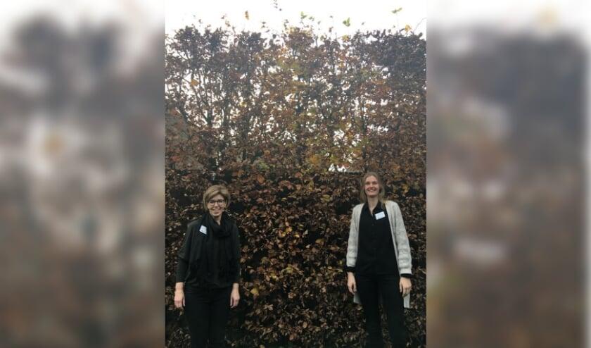 <p>Annet Kruijssen (links) en Marloes Veenstra, beiden vrijwilligersco&ouml;rdinator bij Oktober, vertellen waarom juist n&uacute; vrijwilligerswerk zo waardevol is.&nbsp;</p>