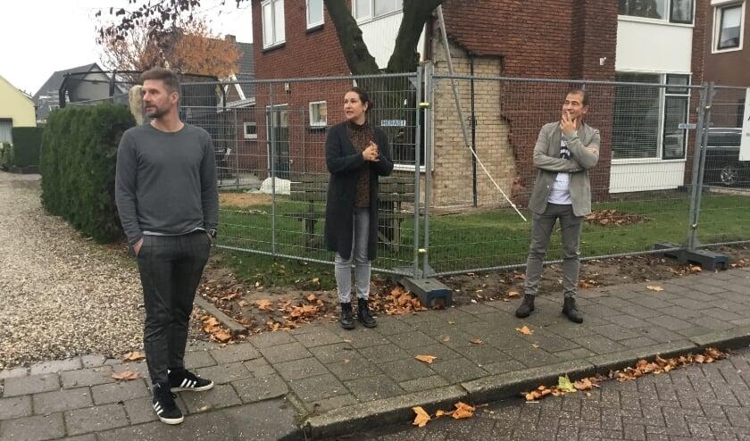 <p>Bewoners van de Willibrordusweg zien regelmatig verschrikt dat auto&#39;s met een noodgang door de straat scheuren. (foto: Karin van der Velden)</p>