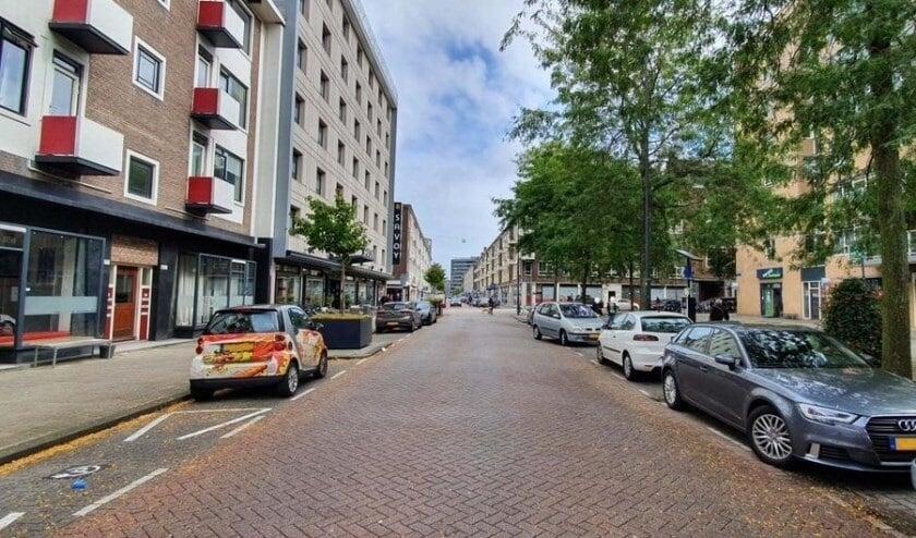 <p>De Hoogstraat is eigenlijk te smal voor tweerichtingsverkeer. (Foto: Gemeente Rotterdam)</p>