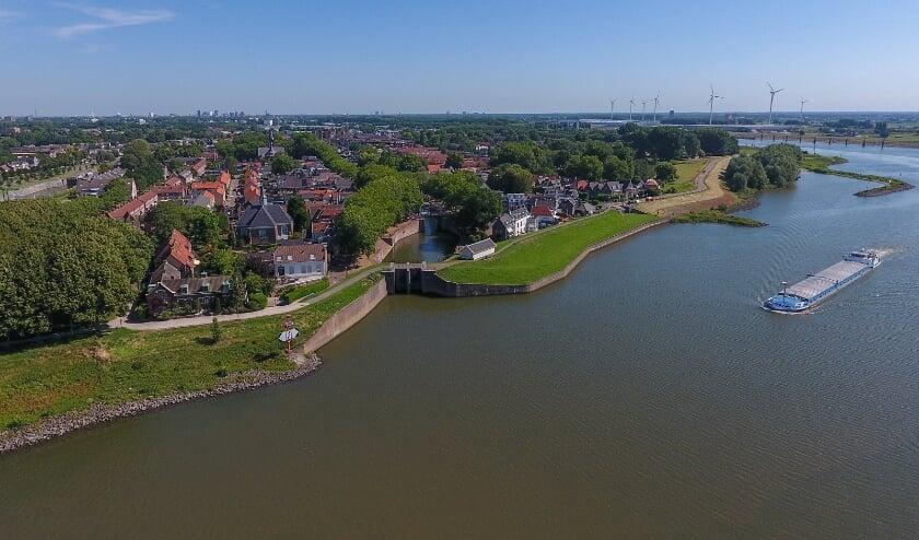 <p>De normen voor de veiligheid van rivierdijken zijn aangescherpt. Uit onderzoek bleek dat de Lekdijk daar niet volledig aan voldoet. Eigen foto</p>