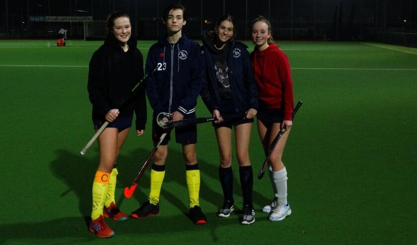 <p>Robyn Hoffmann, Jules Quaedvlieg, Sarah Meijer en Zina Willemsen speelden donderdag tegen elkaar.</p>