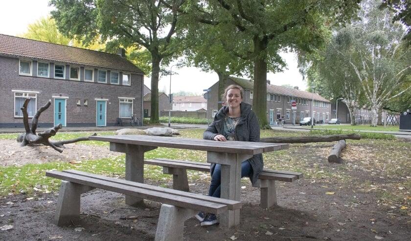 <p>Jacoline Pijl is als buurtondersteuner actief op en rond het Rooseveltplein in Tilburg Zuid. &quot;Je kunt veel meer aandacht aan wijkbewoners geven&quot;, zegt ze over haar werk in de relatief kleine buurt.&nbsp;&nbsp;</p>