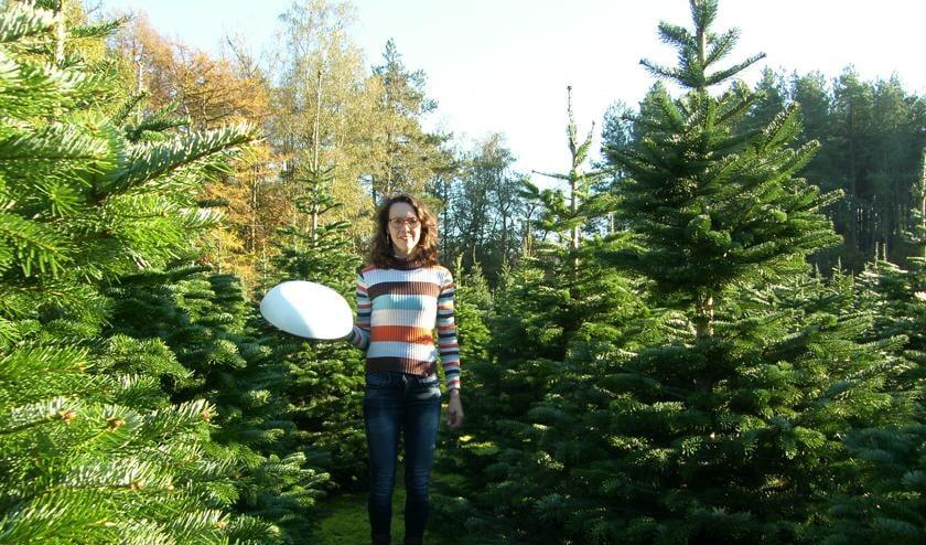 <p>Suzan van Acker start met een webshop voor het online bestellen van kerstbomen, met gratis thuisbezorging.</p>