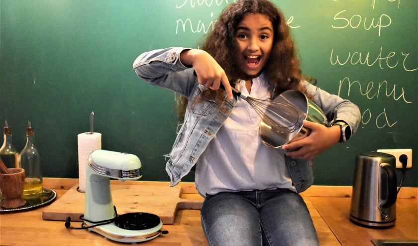 <p>Marem deed mee aan Heel Holland Bakt Kids, ze bakt het liefst &lsquo;s ochtends vroeg als haar moeder nog op bed ligt. &lsquo;Soms maak ik haar wakker met een versgebakken appeltaart!&rsquo; (Foto: Anne Klapmuts)</p>
