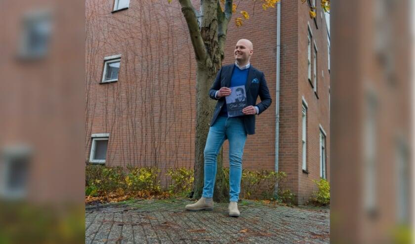<p>Michel van Zeist uit Veenendaal schreef een boek over een vergeten grootheid: goochelaar Fred Kaps. (Foto: Jordi IJzerman)</p>