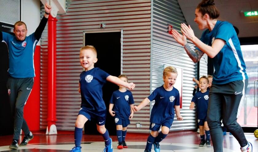 <p>FC Utrecht en Ubuntu Sport houden JoekieBal voor de allerkleinste jongens en meiden. Foto: FC Utrecht/Frank Zilver</p>