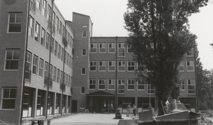 <p>Academie de Nijenburgh in 1980 (Bron: regionaal Archief Rivierenland)</p>