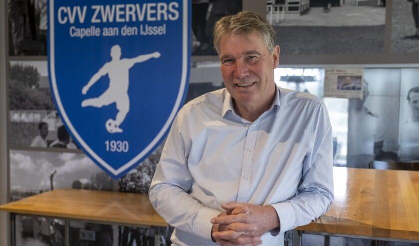 <p>Ger Jacobs in de lege kantine van CVV Zwervers. (Foto: Wijntjes Fotografie)</p>