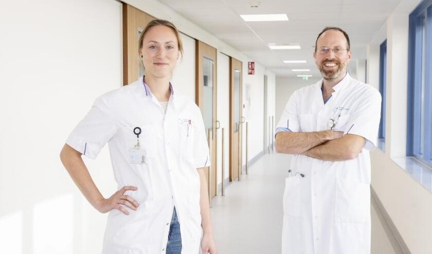 <p>Louisa Spaans (L) en Frank van den Broek voeren het onderzoek uit.&nbsp;</p>