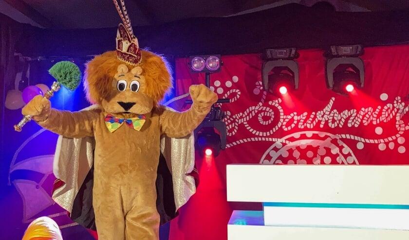 <p>Wie gaat dit jaar met carnaval voorop in de virtuele Polonaise? Het is niemand minder dan Prins Boutie Le Lion De Bouton, de mascotte van de carnavalsvereniging! Foto: Les Boutonniers</p>