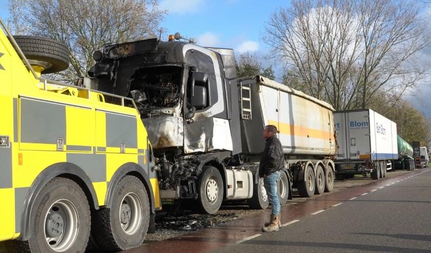 <p>Vrachtwagenchauffeur en brandweerman Arnold Dijkstra zag zijn eigen vrachtwagen in vlammen opgaan toen hij werd opgepiept.</p>