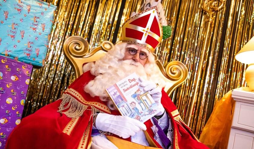 <p>Sinterklaas leest voor - Alexandrium SC.</p>