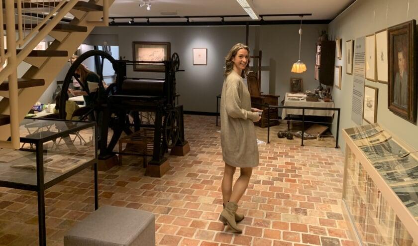<p>Conservator Francine Oonk, de kleindochter van Anton Pieck, in het museum. (Foto: Willem Gunneman)</p>