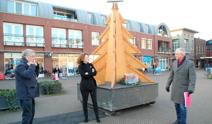 <p>Zaterdag werd De Wensboom in Oirschot weer in gebruik genomen. Tot na kerst kunnen er wensen worden aangevraagd met een formuliertje.</p>