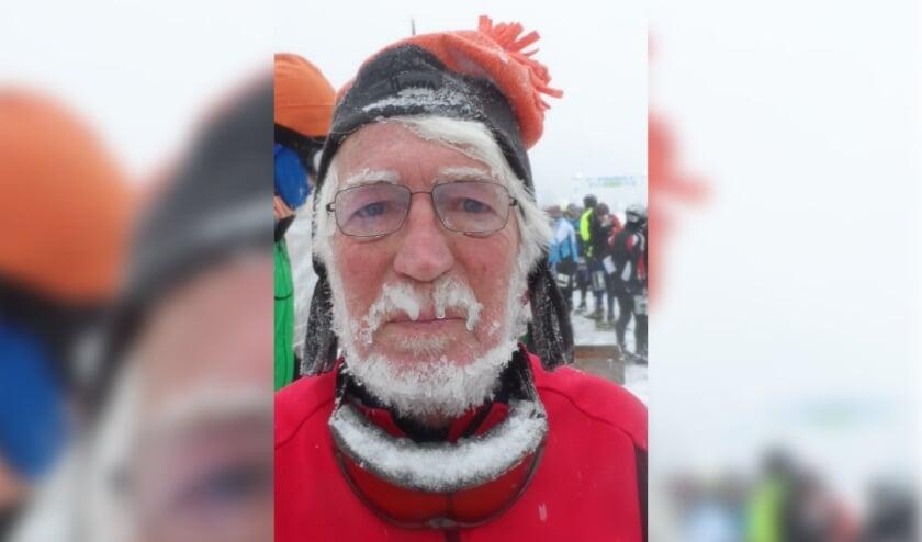 <p>Rob Moret uit Achterberg ziet er na een Elfstedentocht nogal bevroren uit.</p>