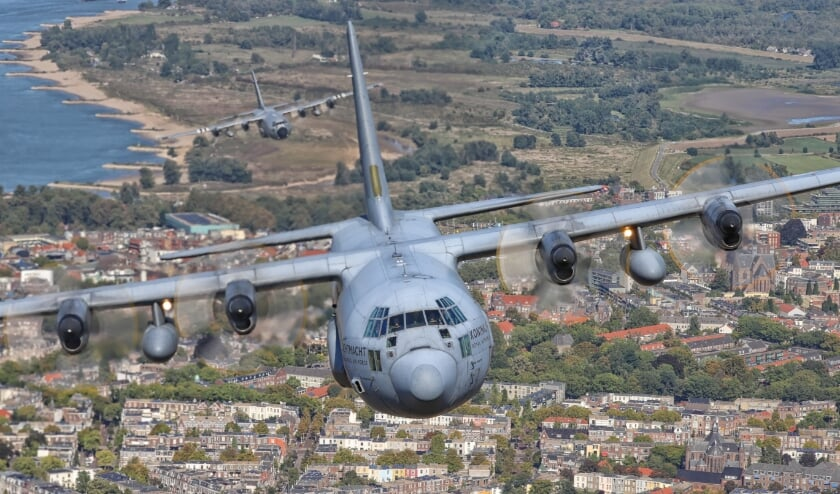 <p>DC 10&#39;s terug op weg naar Vliegbasis Eindhoven. FOTO: Defensie.</p>