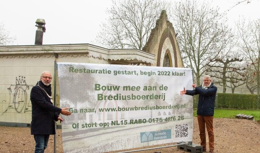 <p>De starthandeling door burgemeester Victor Molkenboer en voorzitter Gerard Lieverse. </p>