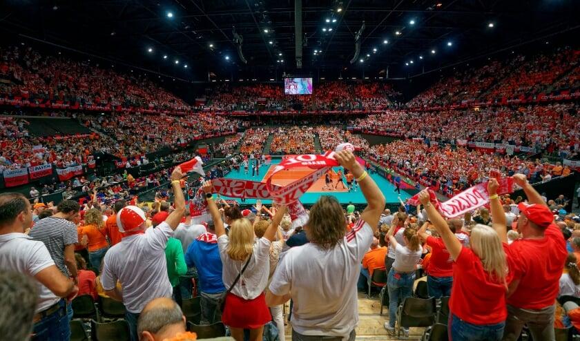 <p>Volle zalen, zoals een uitverkocht Ahoy bij het EK Volleybal in 2019, zijn meer dan ooit een droombeeld. (Foto: CEV/Ronald Hoogendoorn)</p>