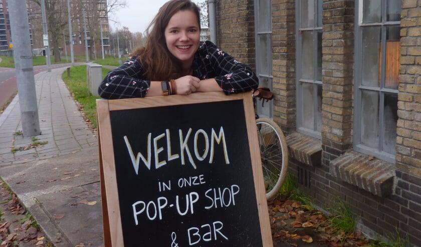 """<p>Marian Goudappel van Het Arnhems Gemaal: """"Alles in de pop-up shop komt uit Arnhem."""" (Foto: Hilde Wijnen)</p>"""