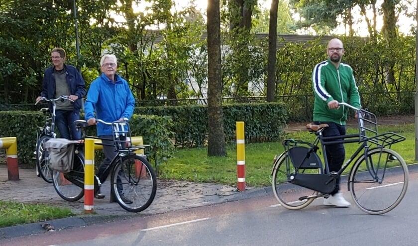 <p>Leden van CU Elburg bekeken op de fiets de verkeersveiligheid voor schoolkinderen en hun ouders in de gemeente..</p>