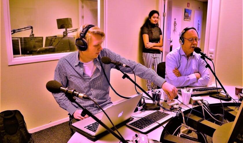 <p>Radiomakers aan het werk tijdens de laatste Top1000, nu al weer vier jaar geleden. Foto: 1Twente</p>