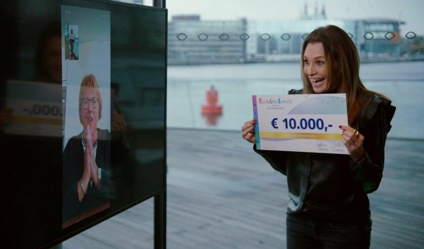<p>BankGiro Loterij-ambassadeur Leontine Ruiters verrast Caroline uit Rotterdam middels een videogesprek.&nbsp;</p>