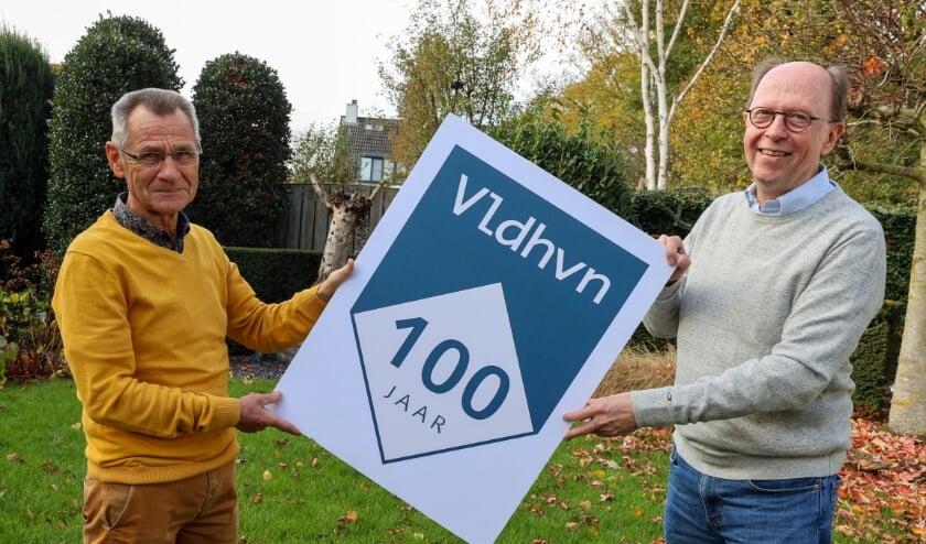 <p>Ton Knaapen (rechts) en Ad van Rooij van Veldhoven Duurzaam zetten zich in voor &quot;een moderne gemeente met een historisch karakter.&quot; FOTO: Bert Jansen..</p>