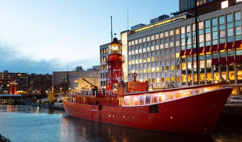 <p>Vessel 11 in de Wijnhaven. Deze week vaart het schip naar een droogdok in Hellevoetsluis. (Foto: Tomas Mutsaers)</p>