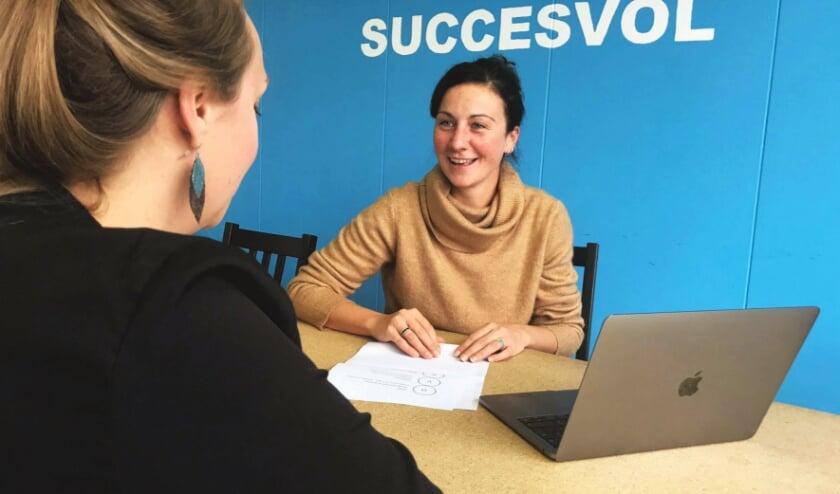 <p>Jongerencoach Vera: &quot;Wij helpen jongeren bij het ontdekken van hun talenten en dromen&rdquo;. Foto: Maaike Pheifer&nbsp;</p>