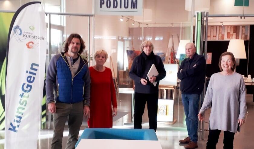<p>V.l.n.r.: Jeroen Endeveld, Jacqueline Tijssen, Henk Smit, Dick Smit en Simone van Belkom. (Foto: Priv&eacute;)&nbsp;</p>