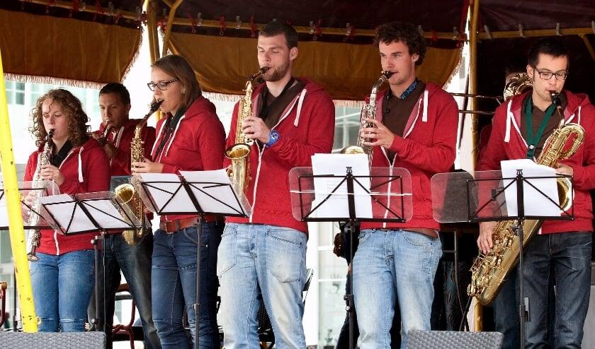 <p>CultuurSchakel presenteert Haags talent tijdens het Uit festival.</p>