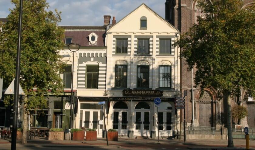 """<p>Dit pand , een gemeentelijk monument, dateert van het einde van de 19e eeuw. Er zijn zelfs aanwijzingen dat het ten dele uit een veel ouder huis heeft bestaan. Meer info: <a href=""""//www.heemkundekringtilburg.nl"""">www.heemkundekringtilburg.nl</a>.</p>"""