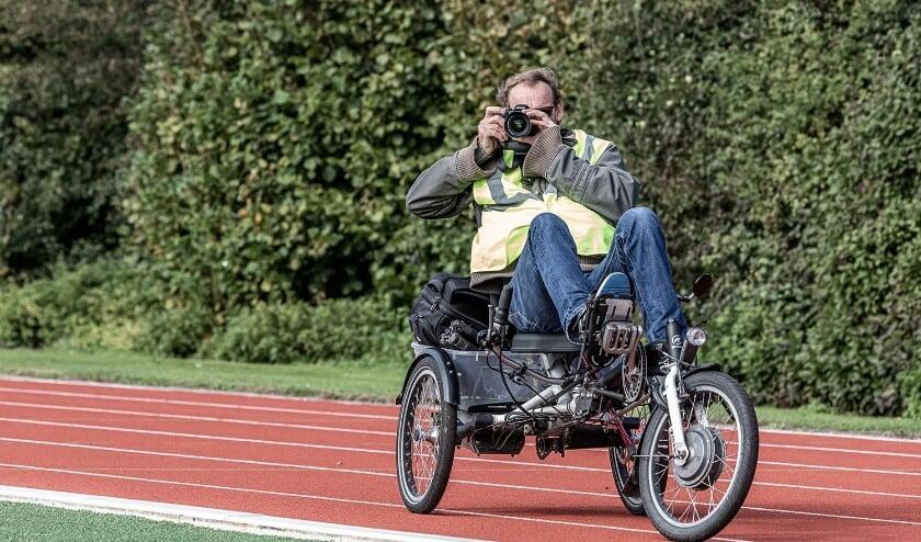 <p>Anco van den Berg neemt overal en altijd zijn fototoestel mee. (Foto: Harald Kouseband)&nbsp;</p>