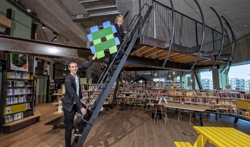 <p>Jack verzorgt creatieve workshops in de bieb. Foto: Peter Franken</p>