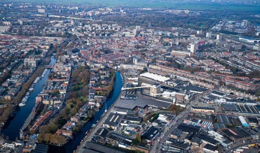 <p>Het voormalige fabrieksterrein wordt getransformeerd tot een gemengd hoogstedelijk woon- en werkmilieu. (Foto: www.fotopaulmartens.nl) &nbsp;</p>