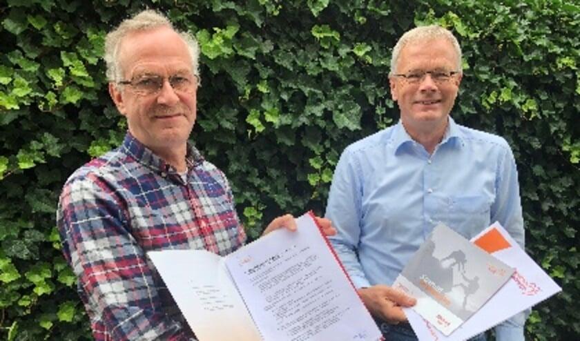 <p>Secretaris Jan Schenk en voorzitter Alwin Oerlemans presenteren aansluiting bij SchuldHulpMaatje.</p>