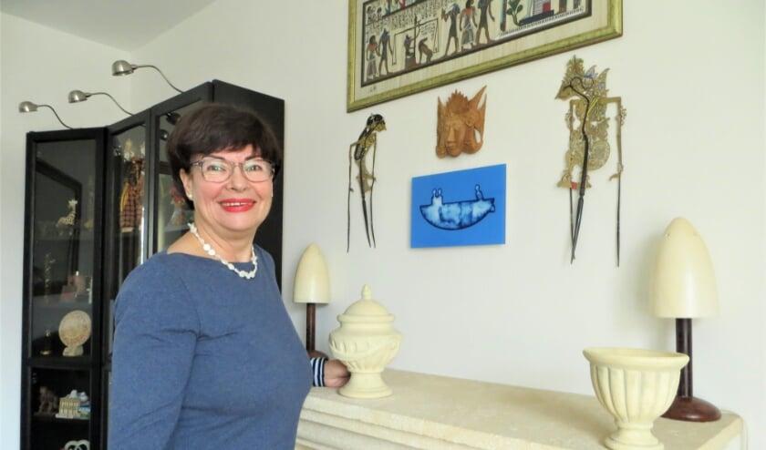 De trofee van de Piet Dijkstra Prijs die Agnes won hangt op een prominente plek.